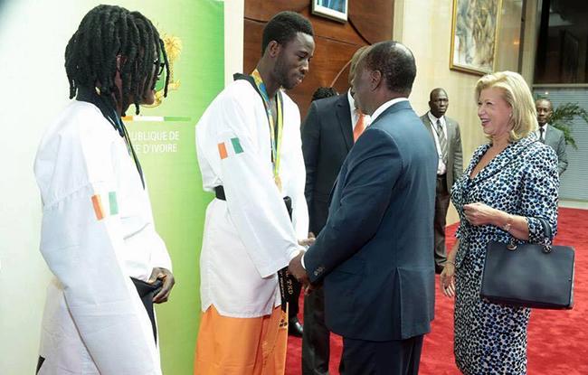 Les m�daill�s ont accueillis Ouattara