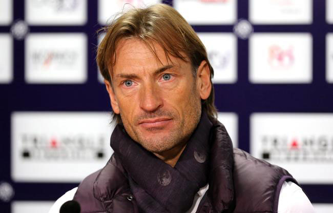 Herv� Renard officialis� � la t�te des El�phants