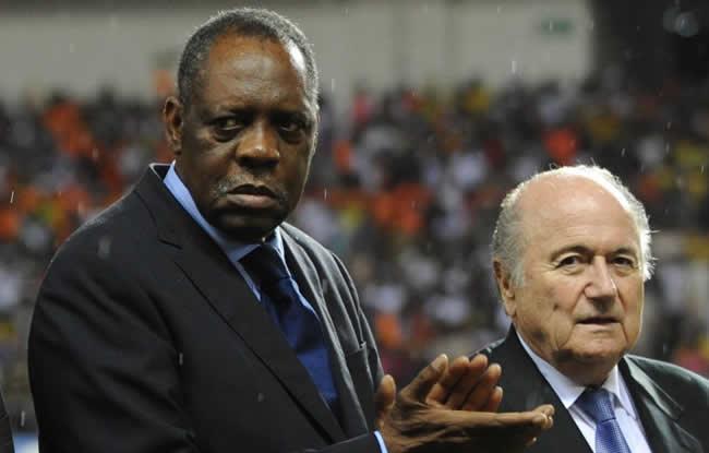 Hayatou remplace Blatter
