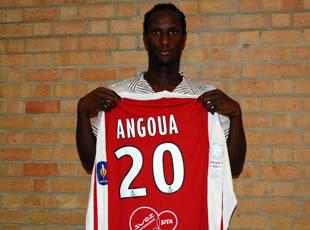 BB Angoua signe à VA